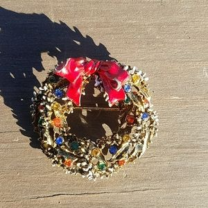 Vintage gold tone Christmas Wreath Pin